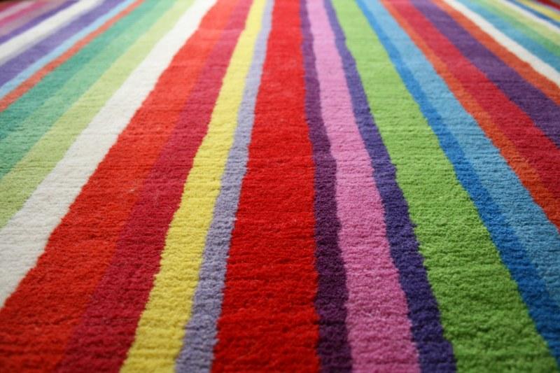 Как восстановить цвет выгоревшей на солнце ткани