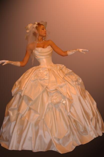 Почистить платье из атласа