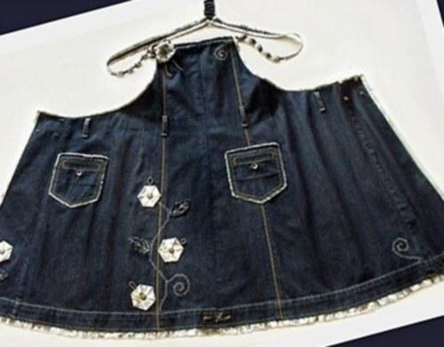 что можно сшить из ненужных джинсов любую вещь, которая будет выглядеть стильно в любой обстановке.Сшейте сарафан из джинсов, который можно будет носить