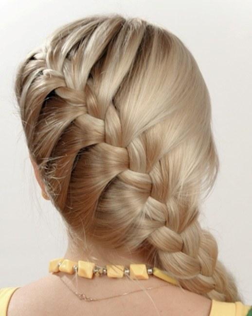 Красиво заплести волосы средней длины