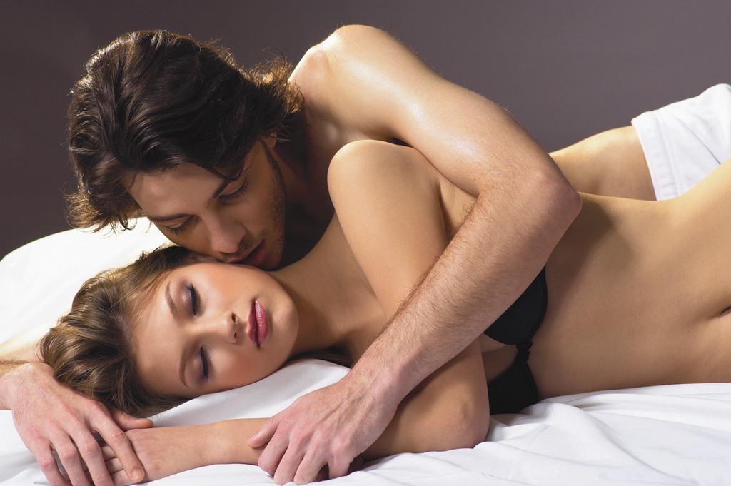 Смотреть как парень затащил девушку в постель фото 62-304
