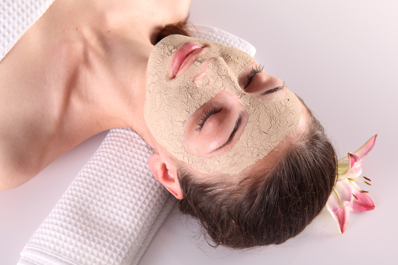 От чего появляются черные точки на лице: причины появления и лечение черных точек, как образуются?