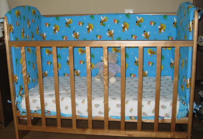 Высокие бортики в детскую кроватку натуральный шелк получают из нитей