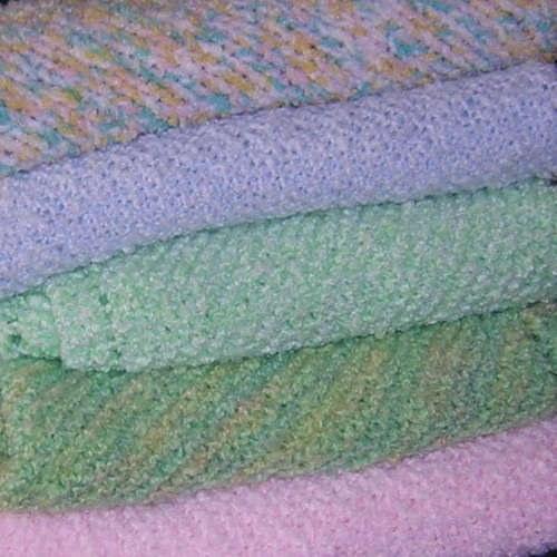 Помимо этого, собственноручно изготовленное одеяло является превосходным подарком. Как связать детское одеяло