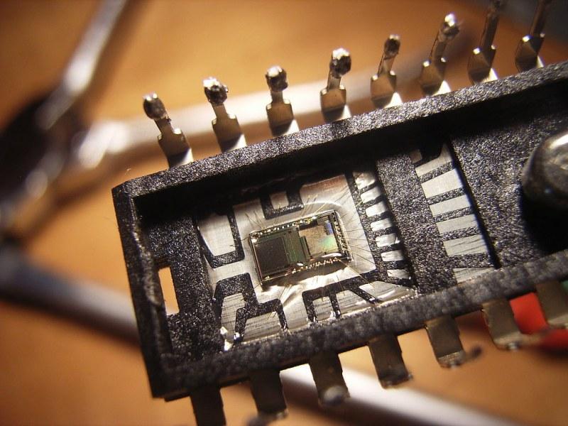 Интегральную микросхему, в