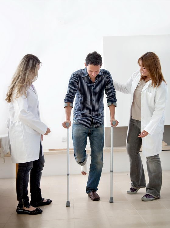 Как научиться ходить без костылей после перелома thumbnail
