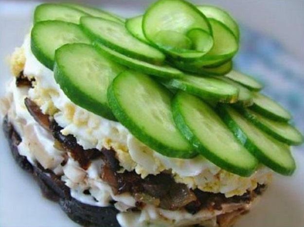 салат со свининой и черносливом рецепт с фото