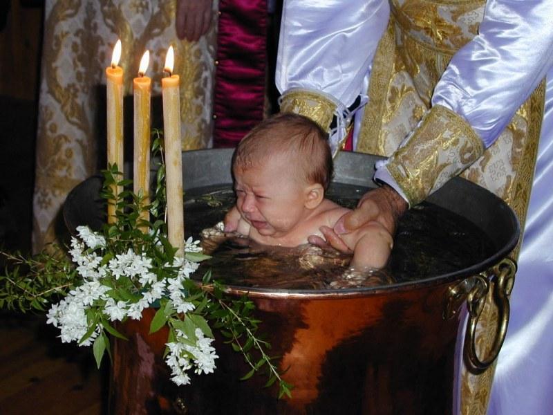 Как традиционно проходит крещение ребенка-девочки