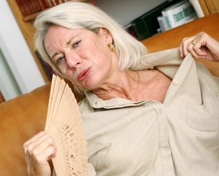В каком возрасте начинается климакс у женщин и каковы его симптомы