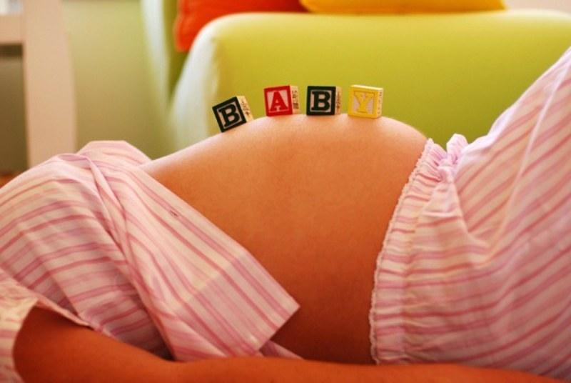 На каком месяце беременности начинает шевелиться плод