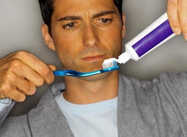 Как правильно выбрать зубную пасту по полоскам и составу?