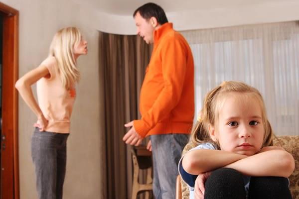 Осталась с двумя детьми после развода