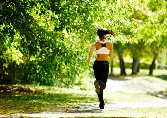 Если бегать каждый день можна сжечь жир и похудеть