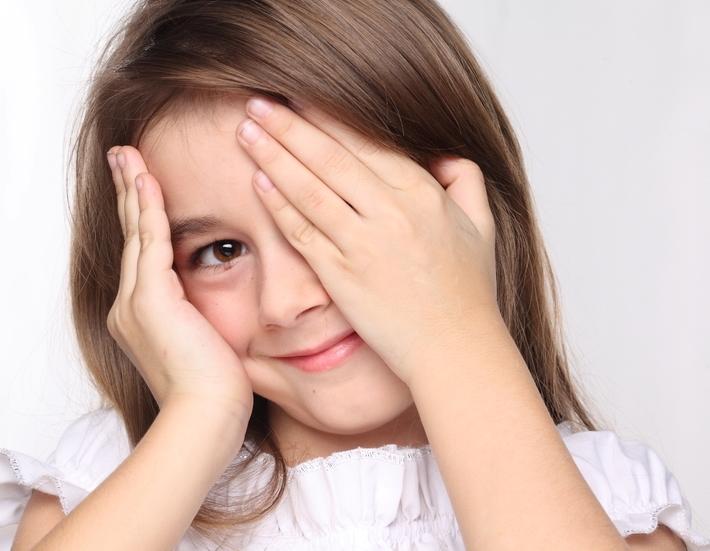 Не моргает глазами ребенок