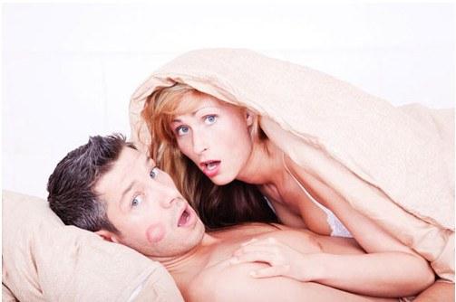 Инициативу в сексе берет женщина