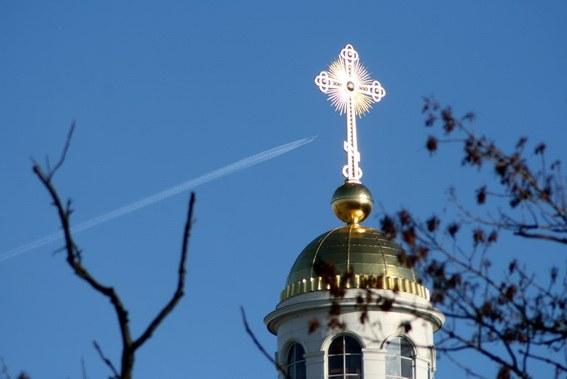 Что означает нижняя перекладина на православном кресте?