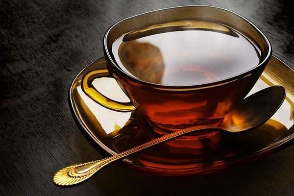 Черный чай повышает или снижает давление
