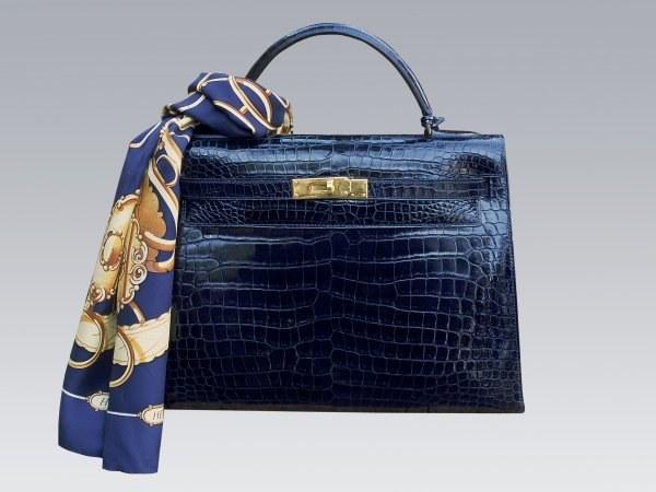 Модно ли носить платки на сумках 🚩 как красиво завязать шарф на ...