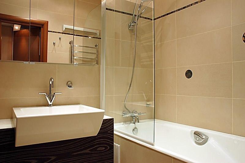стеклянная дверца над ванной