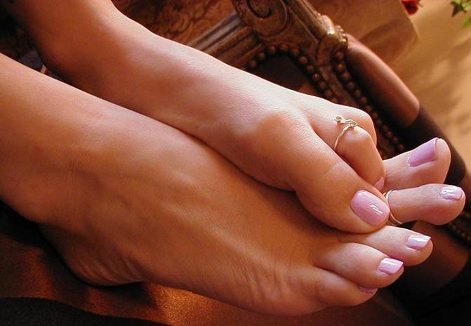 Почему болит большой палец на ноге (сустав, подушечка под пальцем)
