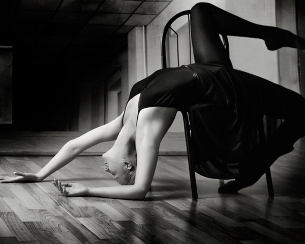 Горячие девочки танцуют стриптиз на веб