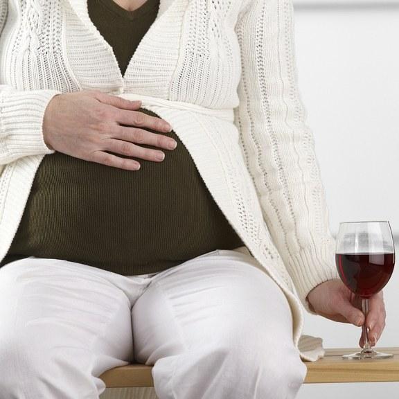 Можно ли выпивать беременной женщине