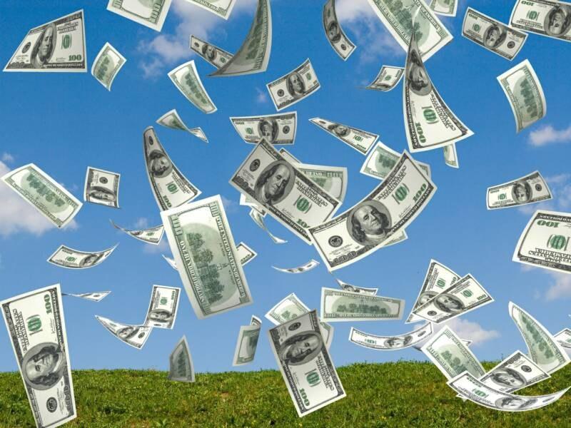 Сколько нужно дарить на свадьбу денег