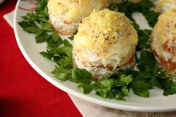 салат с консервированной горбушей рецепт с фото