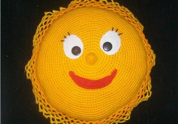 крючком подушку-солнышко