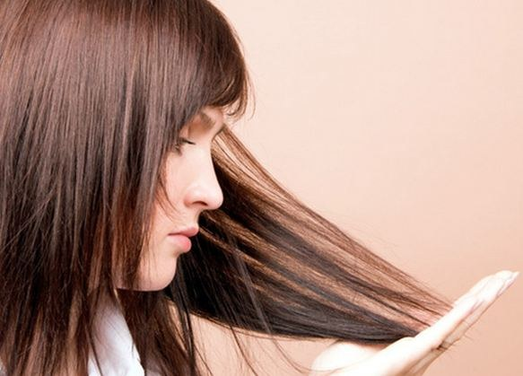 Почему секутся кончики волос и как их лечить у