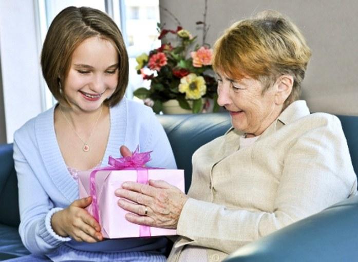 Дедушка дарит бабушке сексуальное наслаждение