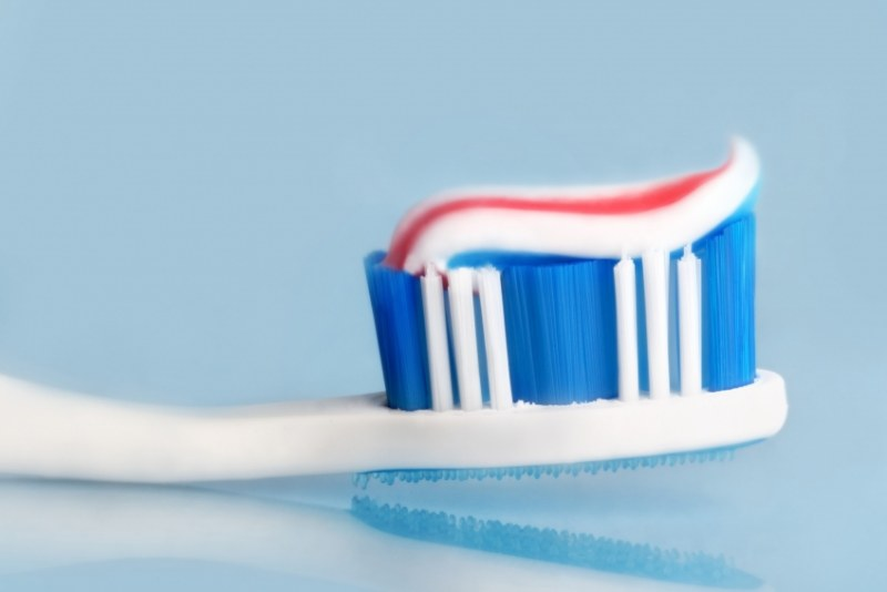 Как делают трехцветную зубную пасту (видео)