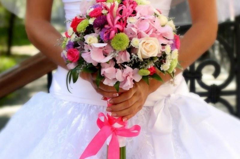 Букет в подарок невесте на свадьбу цветы гардении купить оптом