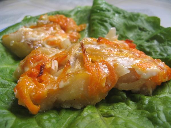 как потушить рыбу с луком и морковью в духовке