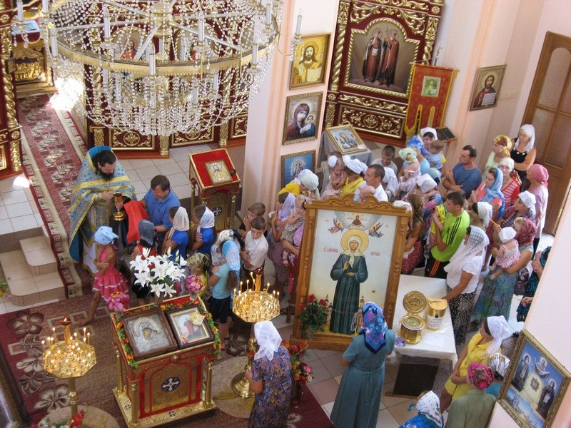 Какое количество цветов приносят матроне московской