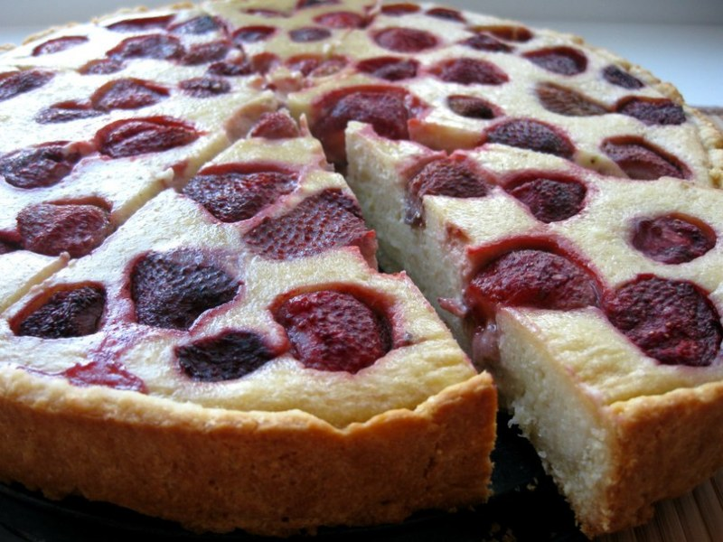 Пирог с замороженной клубникой рецепт с фото