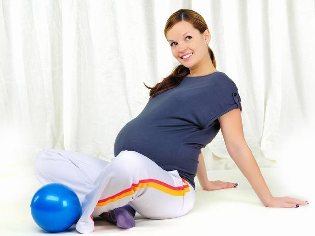 Как во время беременности качать пресс