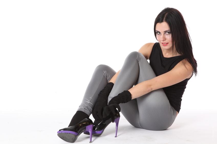 телка на каблуках фото