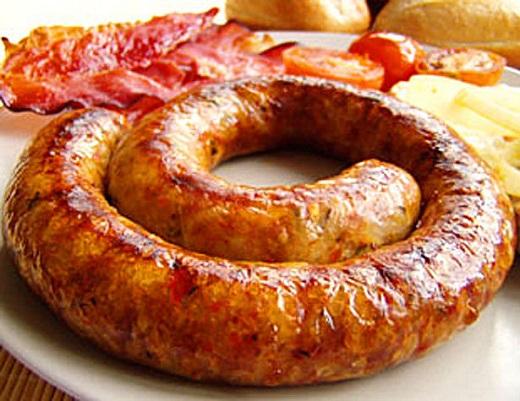 Рецепт: Как приготовить домашнюю колбасу из свинины