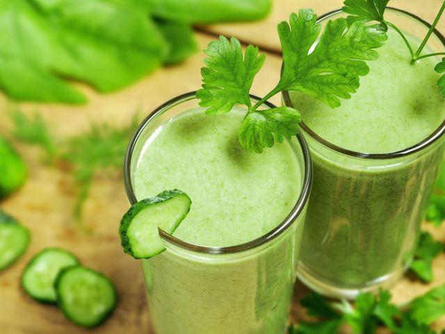 Освежающий смузи из огурцов с зеленым горошком и мятой новые фото