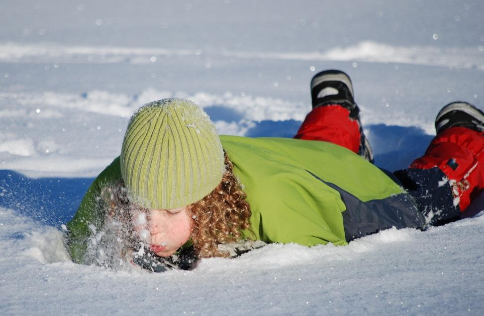 Лес дремучий снегами покрыт на посту пограничник стоит
