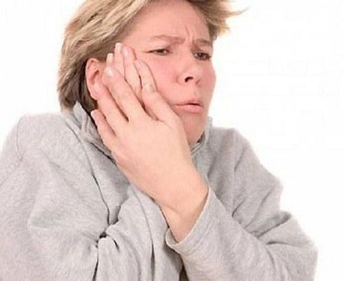 У ребенка температура сопли красное горло чем лечить