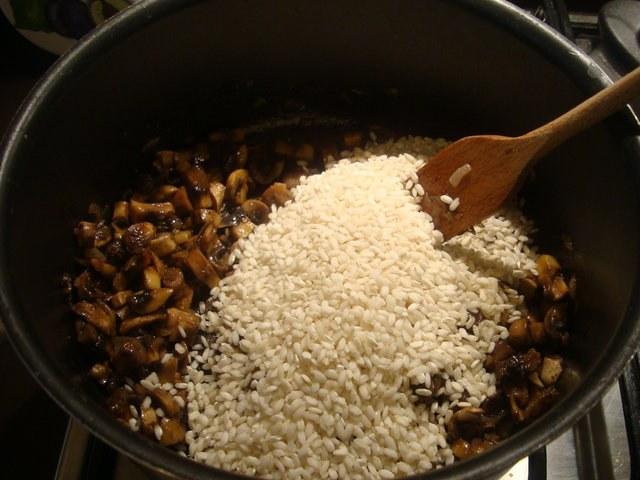 Как сварить рис на сковороде
