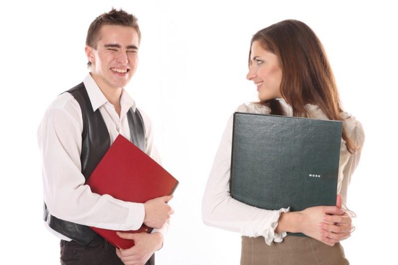 Как принять работника на срочный трудовой договор