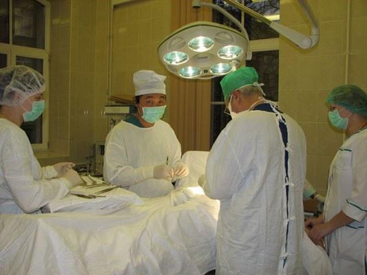 Врач и медсестра работа без конфликтов