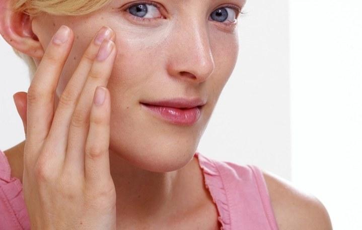 Причины потемнения кожи вокруг глаз