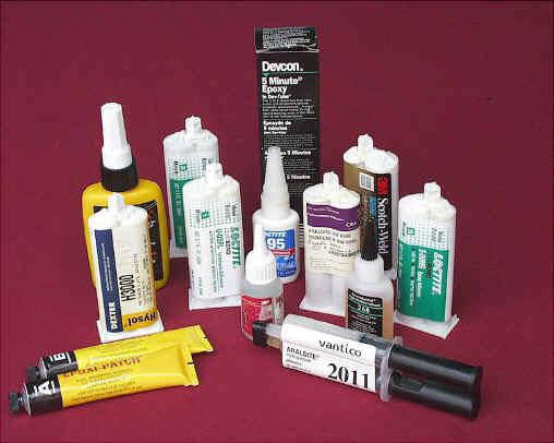 Как очистить клей момент с пластика