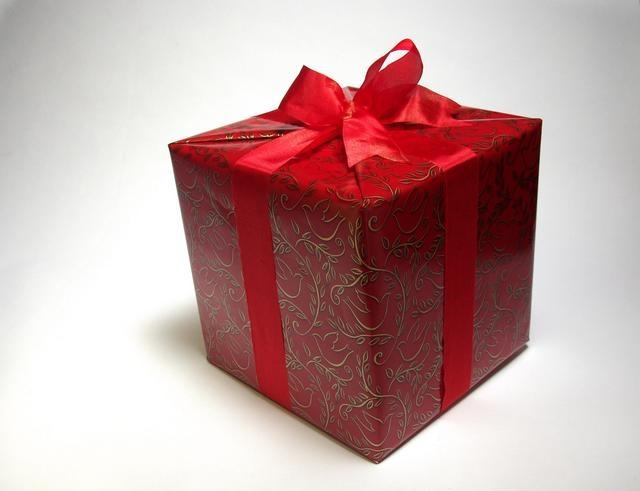 Как оформить подарок на день рождения своими