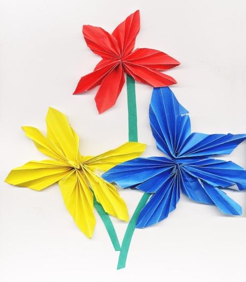 Как сделать объемные цветок из бумаги своими
