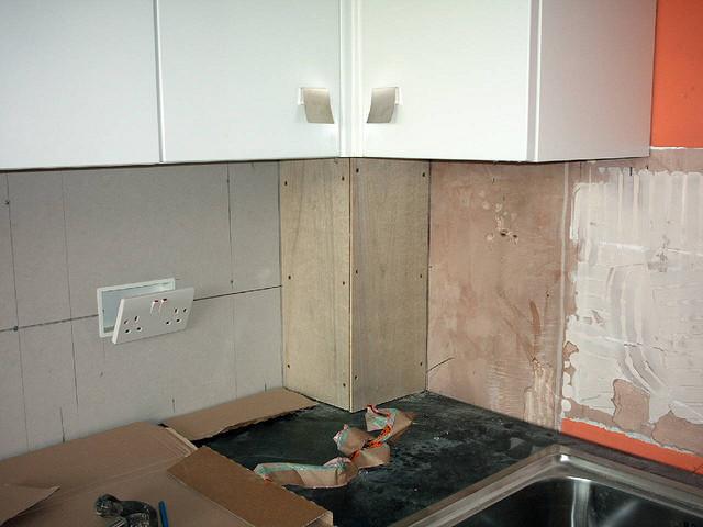 отделка стояка на кухне
